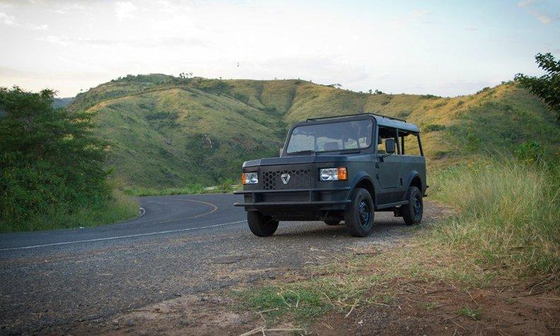 Kenyalı Yerli Araba Mobius