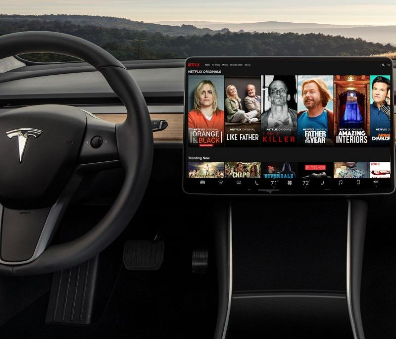 Tesla Netflix Youtube Videolarını İzletecek!