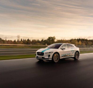 Jaguar Elektrikli SUV Nürburgring Pistinde.