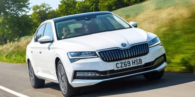 Skoda Superb plugin hybrid menzili.